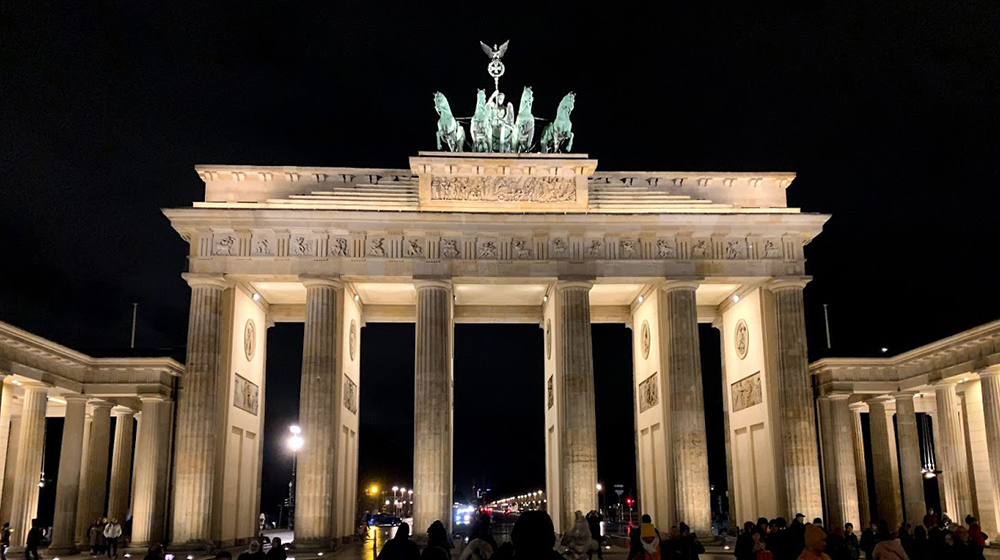 Brandenburg gate at night time